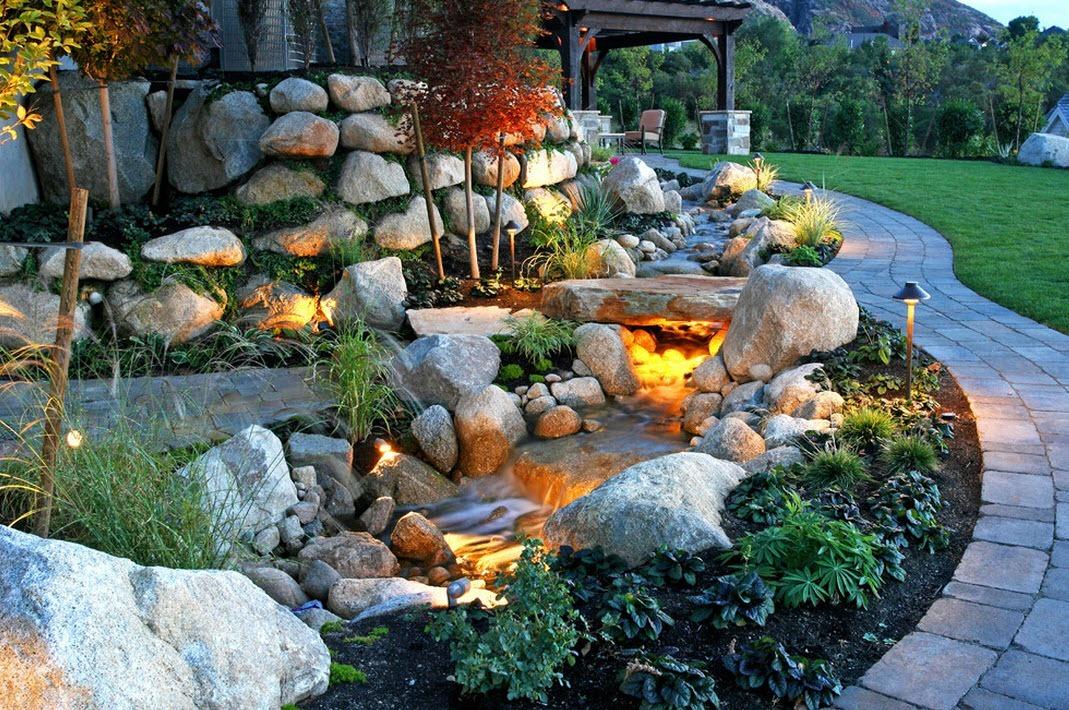 Дизайн участка с камнями